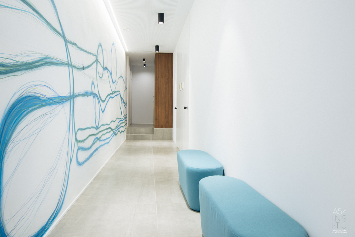 proyecto de reforma integral de interiores de una academia de inglés en Zaragoza realizado por el estudio de arquitectura diseño e interiorismo A54insitu ubicado en Las Armas Zaragoza